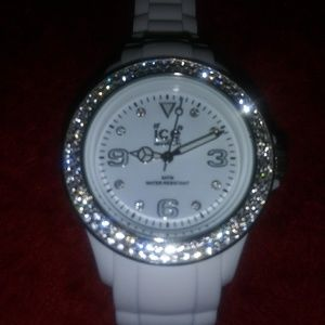 Nwot Ladie's White Ice Watch $5 Sale